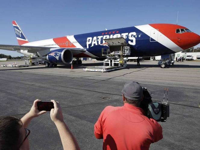 NFL: avión de New England Patriots transporta 1,2 millones de mascarillas