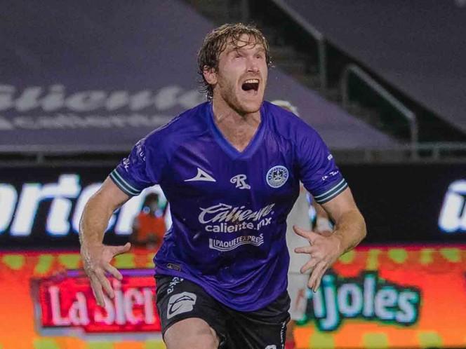 Fernando Aristeguieta marcó los dos goles en el primer triunfo del Mazatlán FC. (Mexsport)