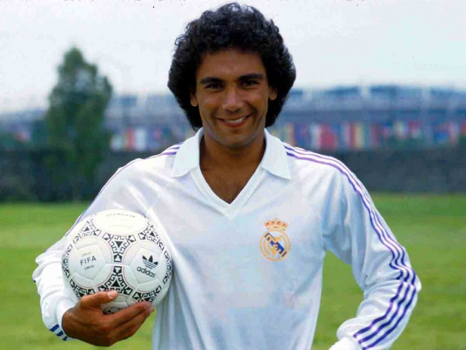 Hugo Sánchez no fue considerado dentro de los 10 mejores delanteros por France Football. (Mexsport)