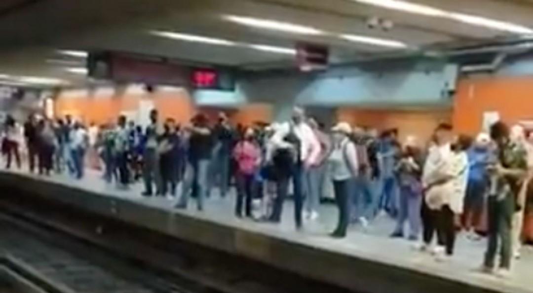 Reportan aglomeraciones y retrasos en L1 del Metro