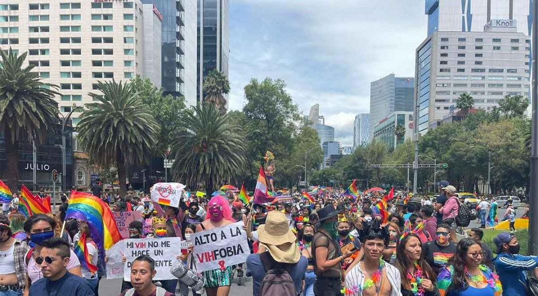Avanza marcha del Orgullo Gay del Ángel hacia el Zócalo