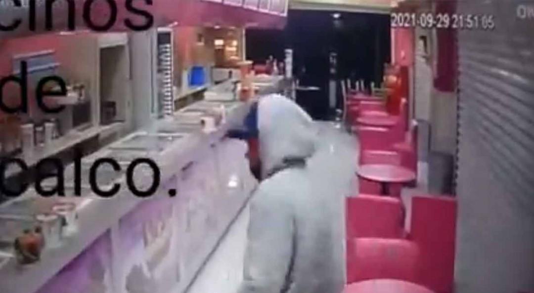 Captan a sicario disparando contra joven en heladería de Iztacalco