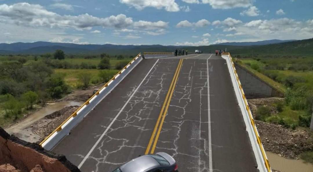 Colapso de puente en carretera de SLP deja una persona muerta