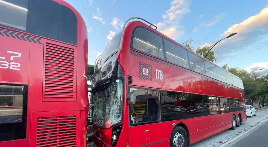 Chocan dos unidades de Línea 7 del Metrobús; hay varios lesionados