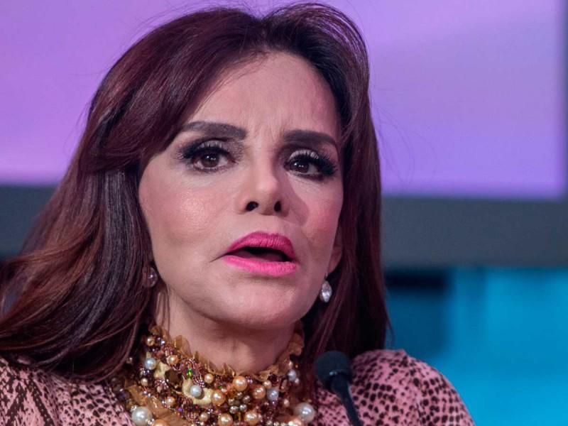 Lucía Méndez critica a Brad Pitt por 'chaparro' y tener 'piel maltratada'