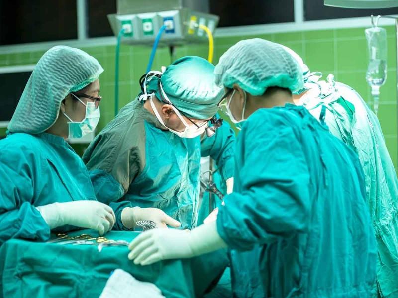Médico amputa pierna equivocada a un abuelito; esto dijo el hospital