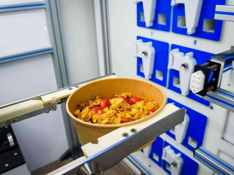 El robot de cocina que prepara el futuro de la comida rápida