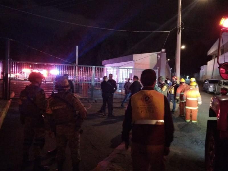 Explosión en Fiscalía de Puebla deja dos muertos; Ejército resguarda la zona