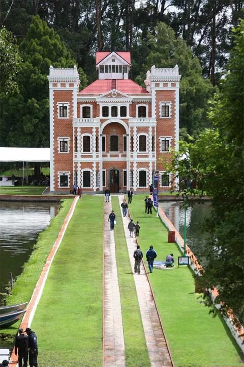 Lugares bellos y económicos para ir con amigos este verano
