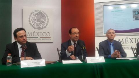 Peña Nieto entrega Premio Internacional Carlos Fuentes a Eduardo Lizalde