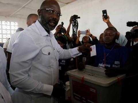 Liberia vota en segunda vuelta de elecciones presidenciales