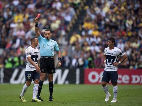 Marcelo Díaz se fue expulsado tras no parar en sus reclamos al árbitro