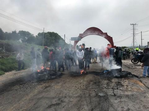 Mantienen bloqueo en la carretera México-Cuernavaca