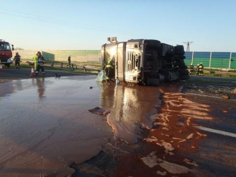 Se vuelca camión con 12 toneladas de chocolate en Polonia