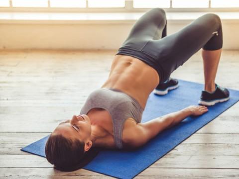 Es importante tensar abdomen y cadera. Foto: iStock