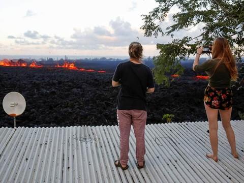 El Departamento de Salud informó que las emisiones de gas de dióxido de azufre proveniente de las fisuras del Kilauea son especialmente peligrosas para personas mayores (Foto: Reuters)