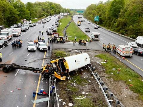 Accidente de autobús escolar en EU deja al menos dos muertos (Foto: AP)