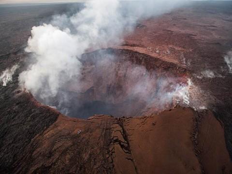 Volcán Kilauea hace erupción explosiva; autoridades llaman a buscar refugio (Foto: EFE)