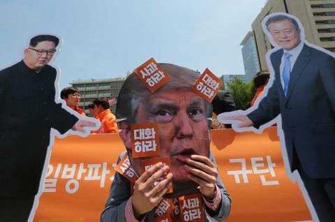 Reunión sorpresa entre líderes coreanos revive cumbre Trump-Kim