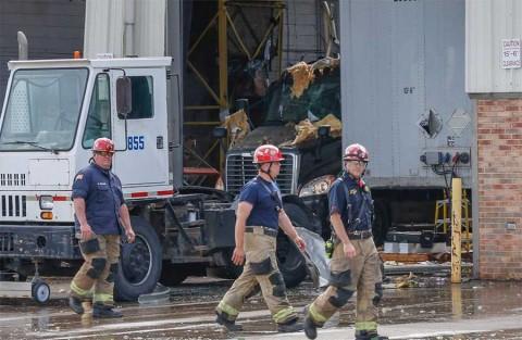 Explota vehículo frente a oficina de correos en EU; hay 8 heridos