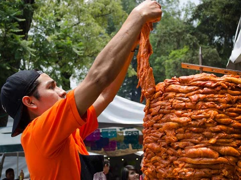 Tacos al Pastor y antojitos mexicanos subirían de precio por guerra comercial con EU (Foto: Cuartoscuro)