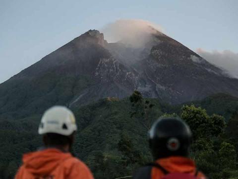 Volcán Merapi en Indonesia registra dos erupciones (Foto: AP)