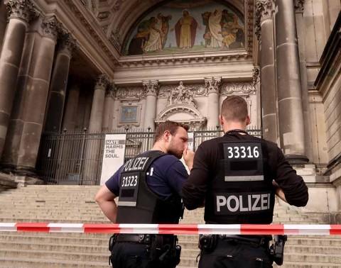 Tiroteo en catedral de Berlín deja 2 heridos; descartan terrorismo