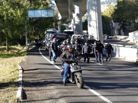 Avance de integrantes de la CNTE sobre la México-Cuernavaca (Foto: Daniel Magaña)