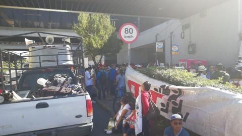 Sobre Tlalpan, integrantes de la CNTE alistando la marcha a Segob (Foto: Rodolfo Dorantes)