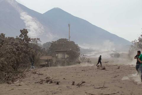 Erupción volcánica deja casi 200 desaparecidos en Guatemala