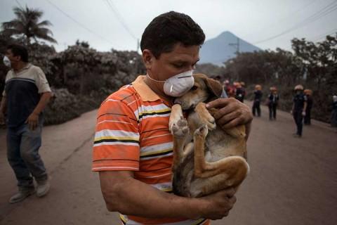 Volcán de Fuego vuelve a aumentar actividad en Guatemala