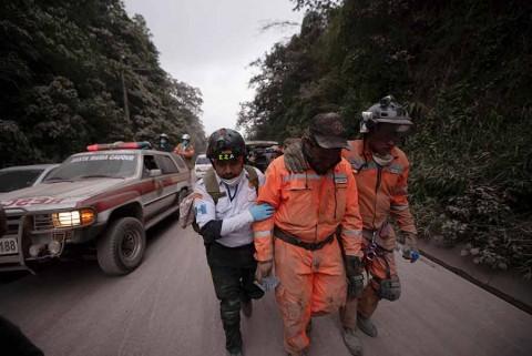 'Todo se quemó, no tenemos nada': sobreviviente de erupción del Volcán de Fuego en Guatemala