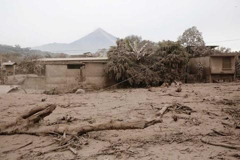 Van 69 muertos en Guatemala por erupción del Volcán de Fuego