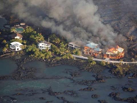 Así se traga la lava vecindarios completos en Hawái — Impactante