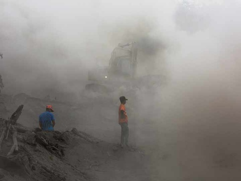 La Conred anunció este jueves la suspensión temporal de las labores de rescate debido a las malas condiciones del clima en Guatemala (Foto: Reuters)