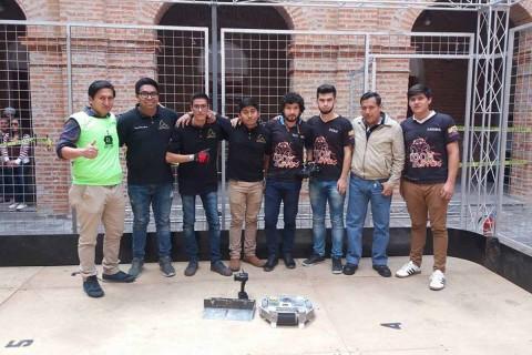 Durante los 4 días de competencia, los integrantes de la Asociación de Robótica de la UPIITA conquistaron el 1, 2 y 3 en la categoría Minisumo RC con los robots Ejecutor, Zots y JS-Flash (Foto: IPN)
