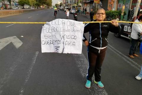 """Al grito de """"¡Queremos agua! ¡Queremos agua!"""", los manifestantes han mostrado su descontento por la falta de agua en Iztapalapa"""