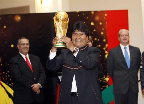 Tunden a Evo Morales por ir al Mundial, su tercero consecutivo
