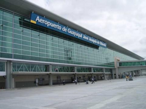 Nizan Chalak, ciudadano que vivió en aeropuerto de Guayaquil, salió rumbo Líbano