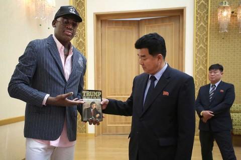 Dennis Rodman llega a Singapur para la cumbre de sus'amigos Trump y Kim