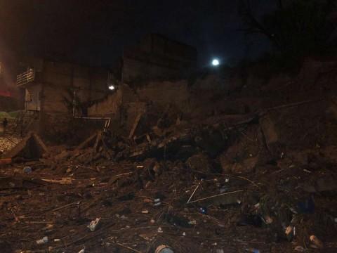 Bomberos de Tlajomulco reportaron que apoyaron a Zapopan por la inundación y llevaron el sistema de bombeo para el desalojo de aguas negras y residuales 'El Delfín'