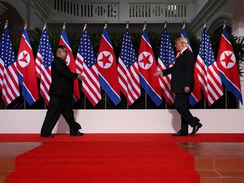 Trump y Kim se dan la mano previo a histórica cumbre en Singapur (Foto: Reuters)