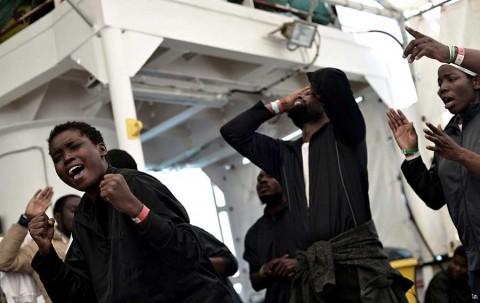 Por fin desembarcan en España los 630 inmigrantes varados
