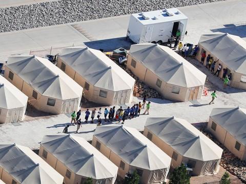 Trump se reúne con republicanos para discutir crisis de migrantes