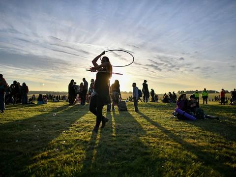 Así celebran el solsticio de verano en Stonehenge (Foto: AP)