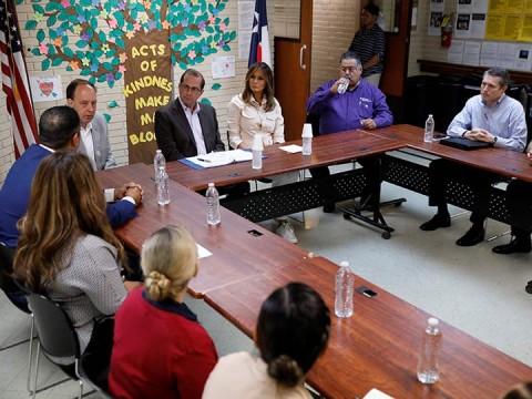 Melania Trump visita a niños migrantes detenidos en Texas (Foto: Reuters))
