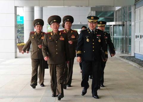 Acuerdan Coreas restablecer líneas de comunicación militar