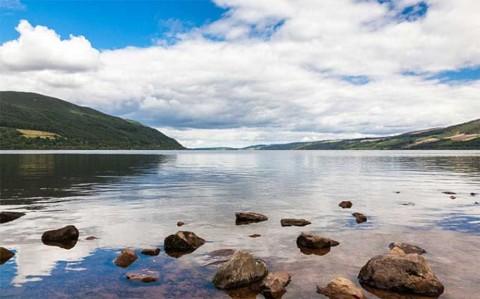Científicos peinan el lago Ness y ¡no hallan al monstruo!