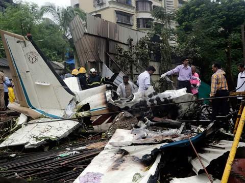 Avioneta privada se desploma en Mumbai; hay 6 muertos (Foto: AP)