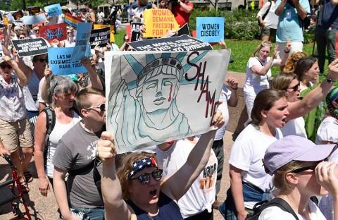 Alzan su voz contra la separación de las familias